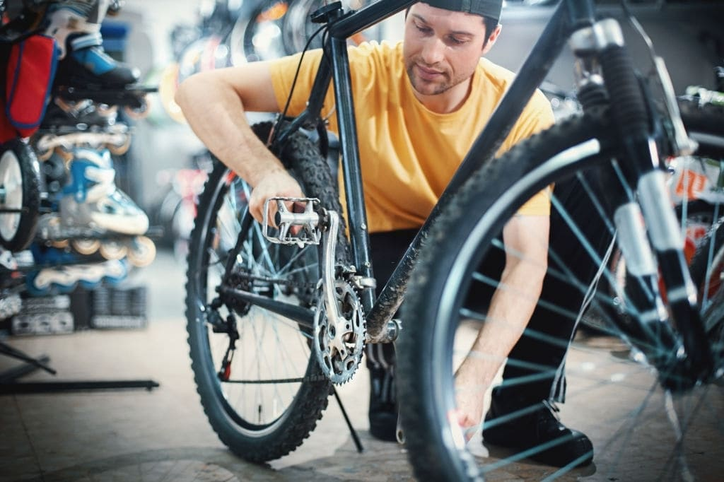 Distinguish the difference between left and right pedals
