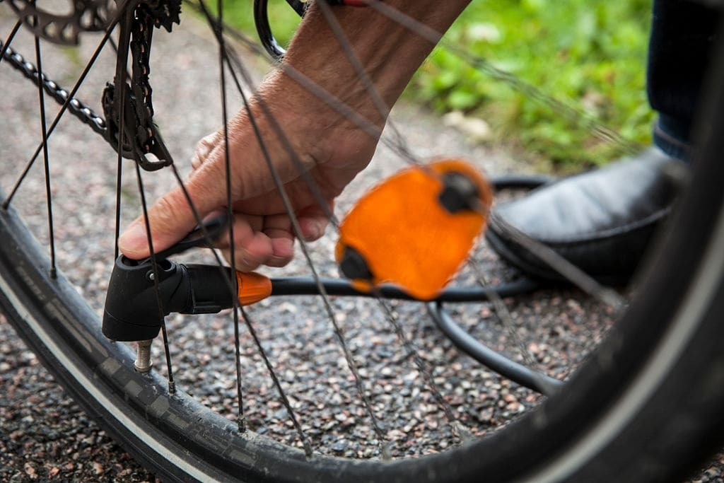 Put Air Into The Bike Tires By Carbon dioxide cartridges